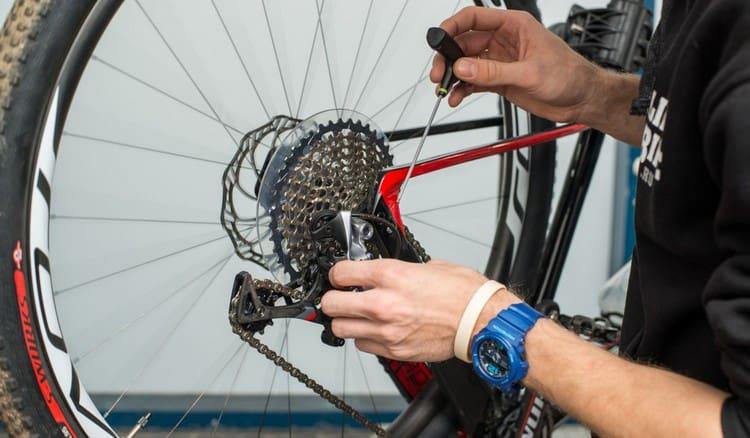 Видеть во сне велосипед и чинить его это обычно хороший знак.