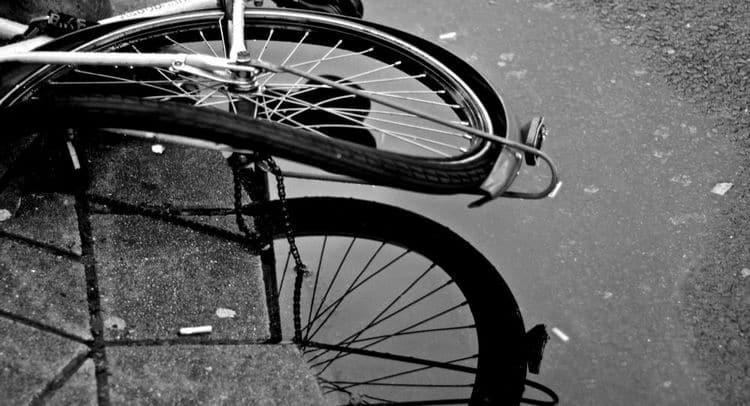 Во сне можно не только ездить на велосипеде, но и упасть с него.