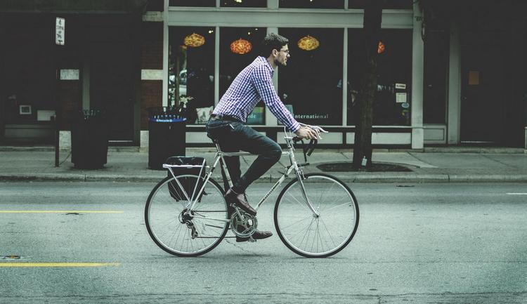 Узнайте, к чему снится езда на велосипеде.