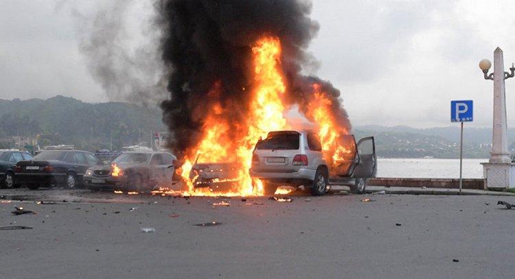 Сонник поможет понять, к чему снится взрыв машины.