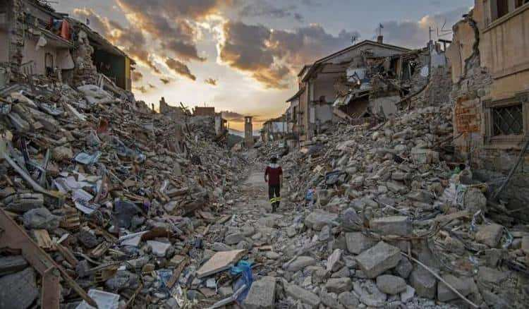Сильные разрушения после землетрясений во сне не к добру.