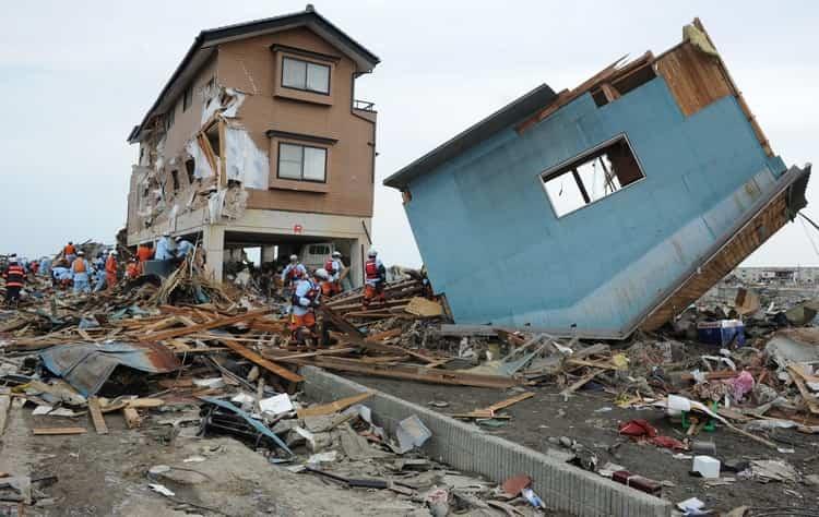 По соннику землетрясение во сне может означать разное, зависимо от деталей.