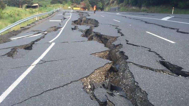 Узнайте, к чему снится землетрясение с разрушением.