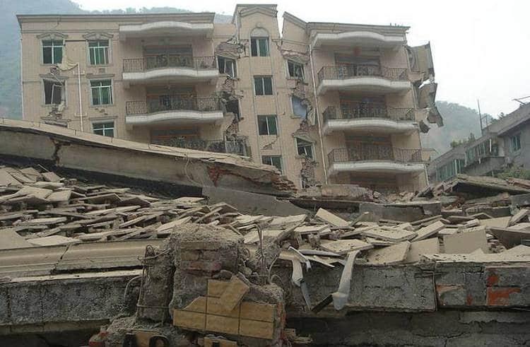 Узнайте, к чему снится землетрясение с разрушением домов.