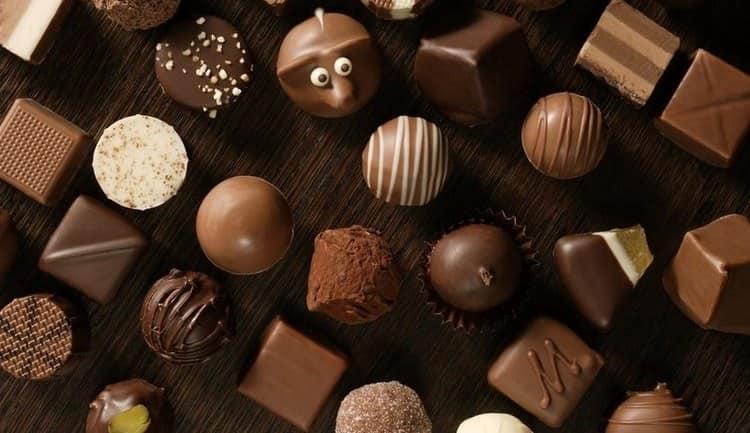 Сонник поможет понять, к чему снятся шоколадные конфеты.