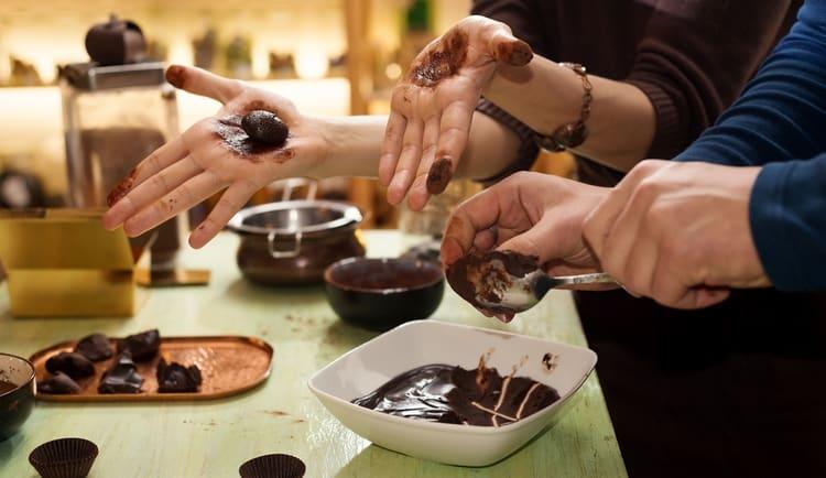 По соннику, шоколадные конфеты, которые вы делаете сами, сулят много усилий, которые придется приложить для заработка.