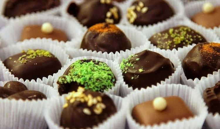 Узнайте, к чему снится много разных конфет.