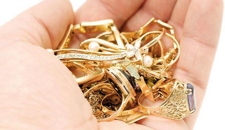 Узнайте, к чему снится найти золотые украшения.