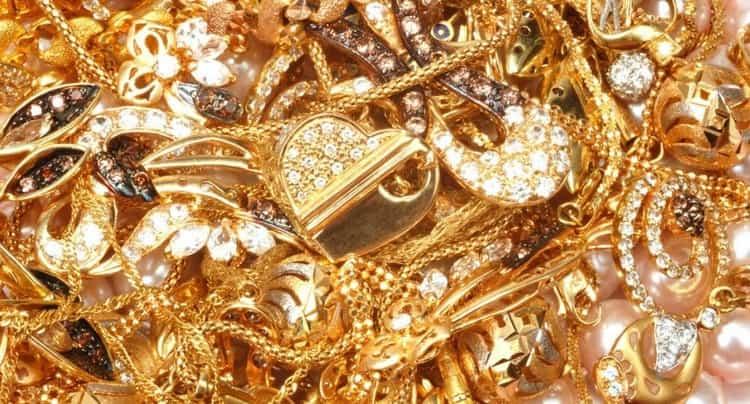 По соннику видеть во сне золотые украшения это добрый знак.