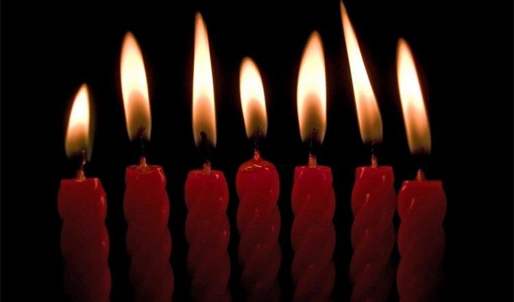 Сильный заговор на секс читают с использованием семи церковных свечек.