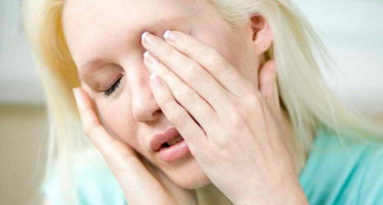 чешется левый глаз примета по дням недели