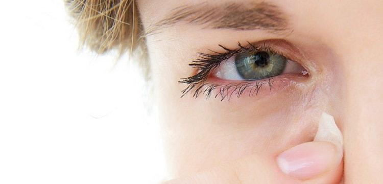 Чешется правый глаз - что означает примета