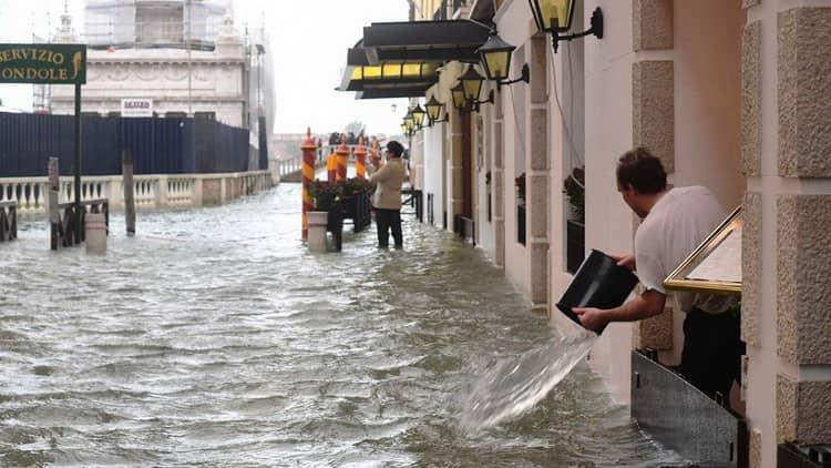 К чему снится наводнение: сонник