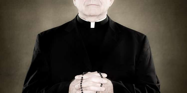 К чему снится священник: трактуем значение сна