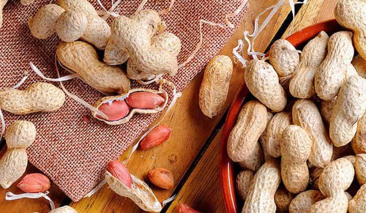 Узнайте о пользе и вреде арахиса для мужчин.