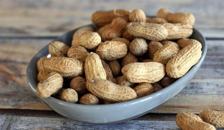 Орехи арахис мгут принести не только пользу, но и вред для организма.