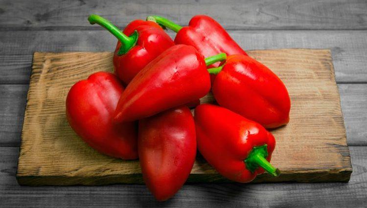 Узнайте о пользе и вреде красного болгарского перца.