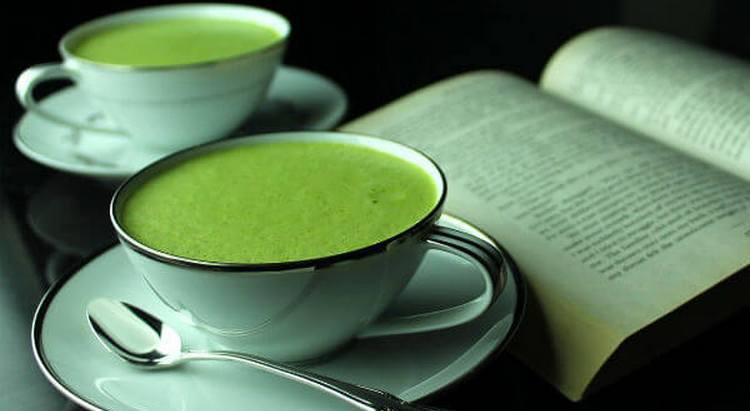 Чай матча может принести как пользу, так и вред для организма, поэтому важно не переусердствовать при его употреблении.