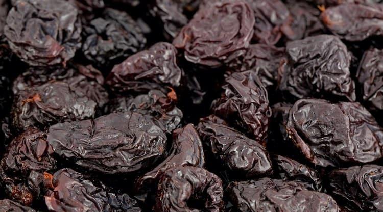 Пользу приносит не только сушеный, но и свежий чернослив.