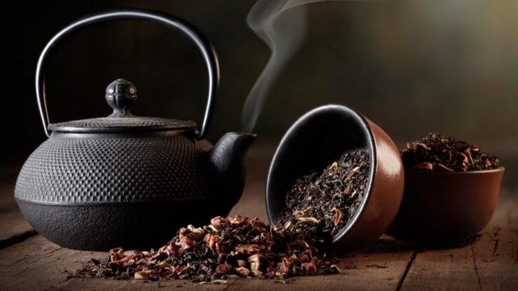 Поговорим о пользе и вреде черного чая для организма.