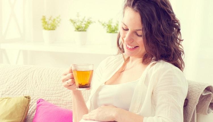 При беременности тоже не стоит пить слишком много черного чая.