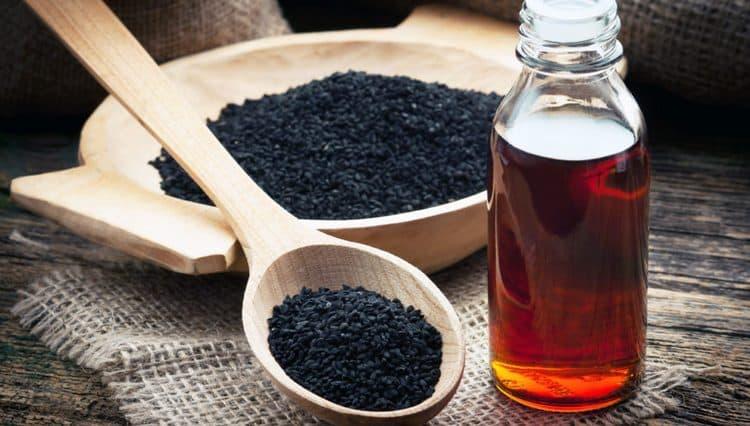 Узнайте, как принимать семена и масло черного тмина, чтобы получить максимум пользы, а не вред.