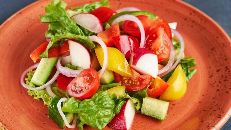 Приятно, что при такой диете можно есть вкусные овощные салаты.