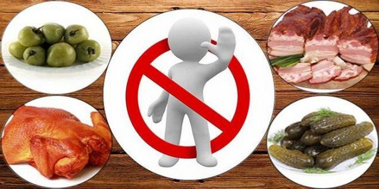 Диета при хроническом цистите требует полного отказа от алкоголя и ряда соленых, жирных, острых продуктов.