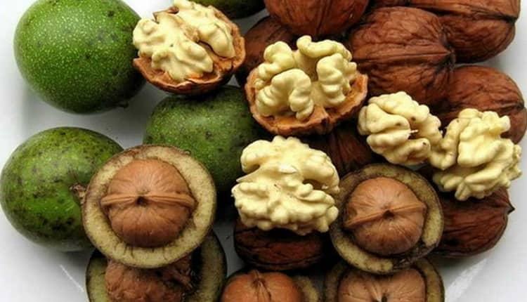 Очень большой является польза грецких орехов для организма женщины.