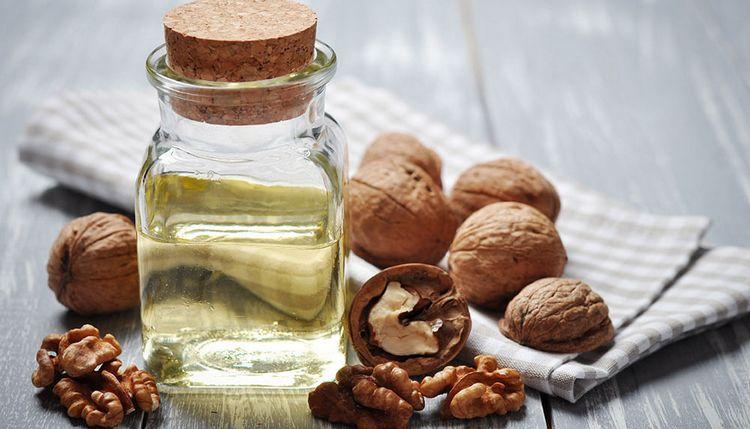 Большую пользу может принести и масло грецкого ореха.