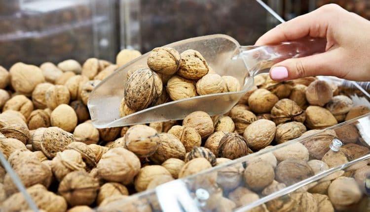 При покупке обращайте внимание на целостность и качество орешков.