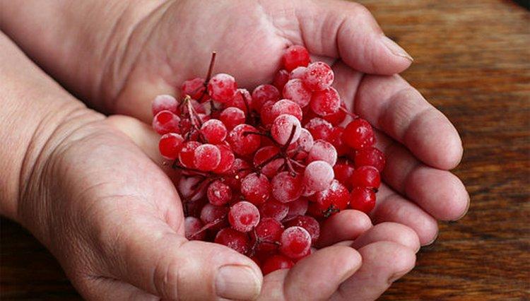 Хорошо хранятся также замороженные ягоды.