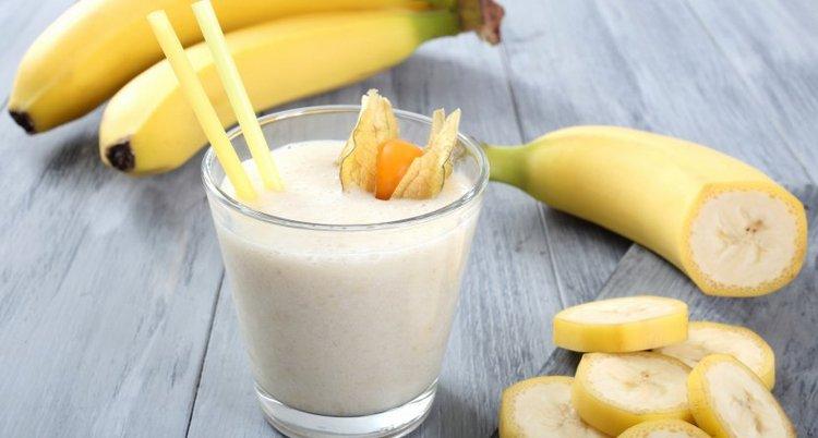 Банан также прекрасно подходит для создания различных коктейлей на молочной основе.