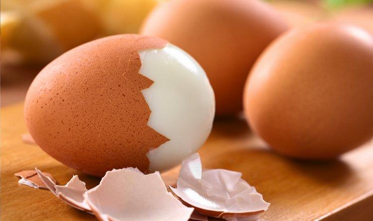 Узнать, сколько калорий в жареном и вареном яйце, вам поможет таблица.