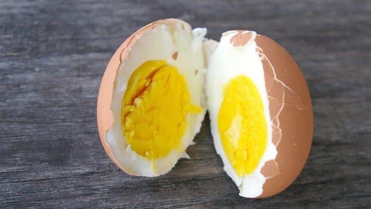 Калорийность куриного яйца зависит от того, как именно его готовили.