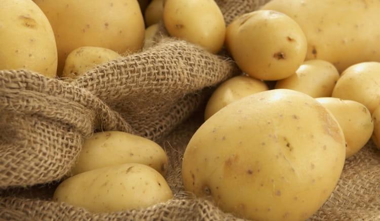 Чтобы картофельный сок приносил вашему организму пользу, а не вред, его нужно делать только со свежего качественного картофеля.