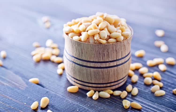 Кедровые орехи: свойства, польза и вред