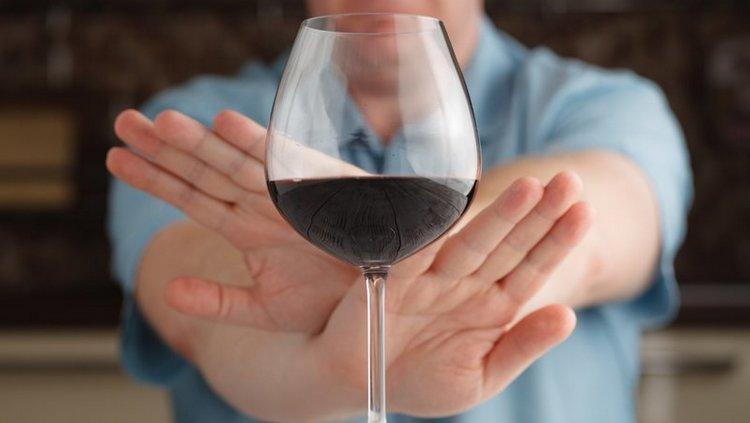 Очень важно при этой диете полностью отказаться от алкоголя.