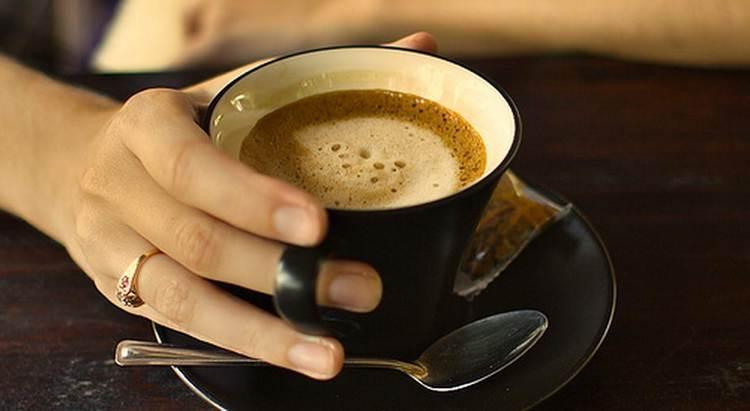 Польза кофе для организма человека это вопрос довольно-таки неоднозначный.