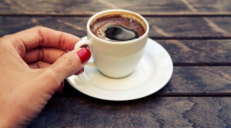 очень важно пить 1-2 чашки этого ароматного напитка в день, но не больше.
