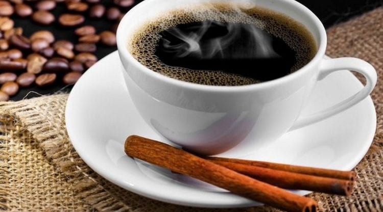 Поговорим о пользе и вреде кофе с корицей.