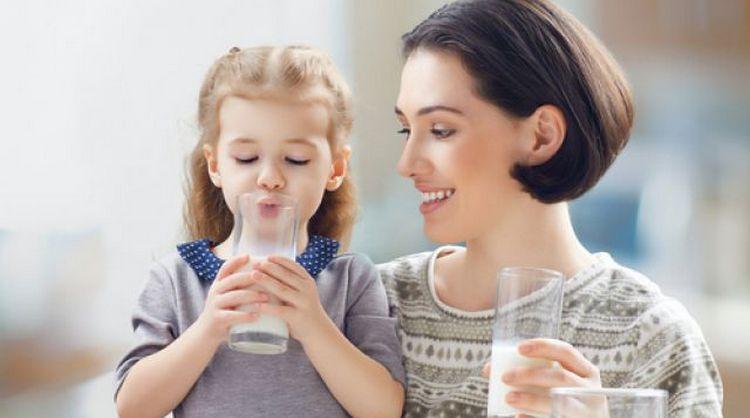 Узнайте о пользе козьего молока для женщин.