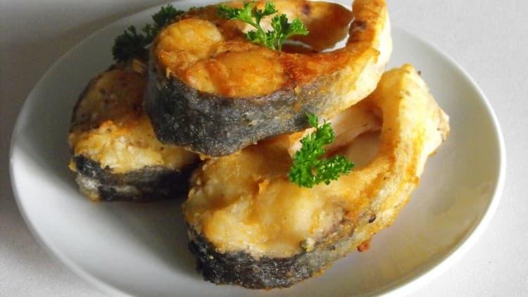 Составляя меню на 10 дней на кремлевской диете, можно включать в него даже жареную рыбу.