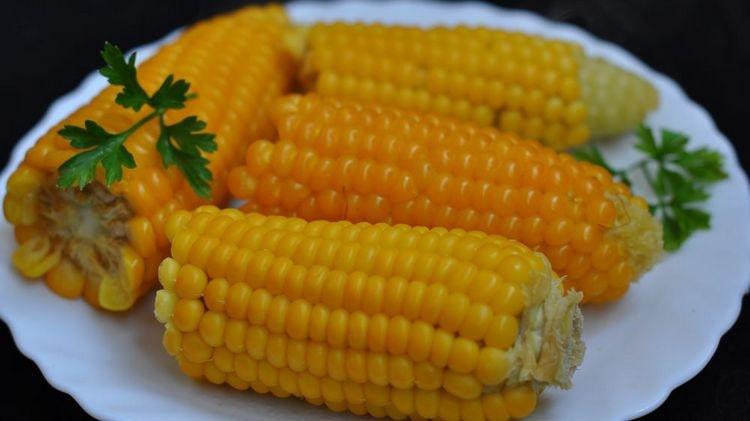 Узнайте все о пользе и вреде вареной кукурузы для здоровья.