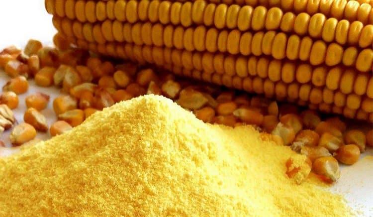 Диетологи отмечают также пользу и вред кукурузной муки для похудения.