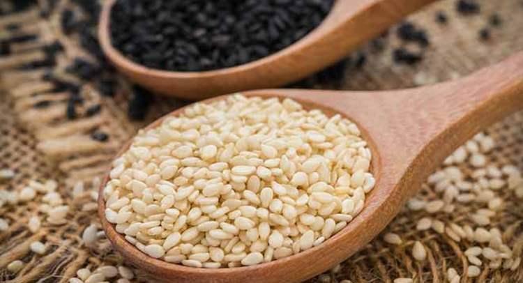 Узнайте все о пользе и вреде семян кунжута, а также о том, как их принимать.