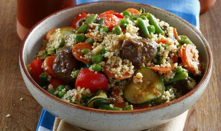 Кус кус прекрасно сочетается с морепродуктами, овощами, мясом.