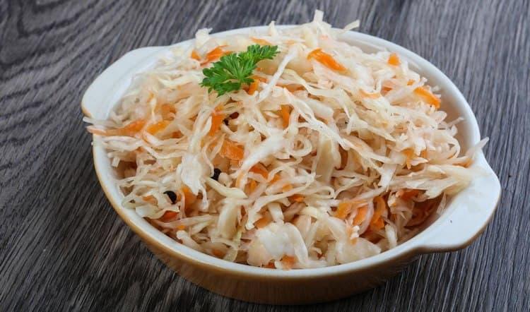 Узнайте все о пользе, вреде и лечебных свойствах квашеной капусты.
