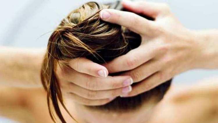 Большую пользу приносить льняное масло для волос.
