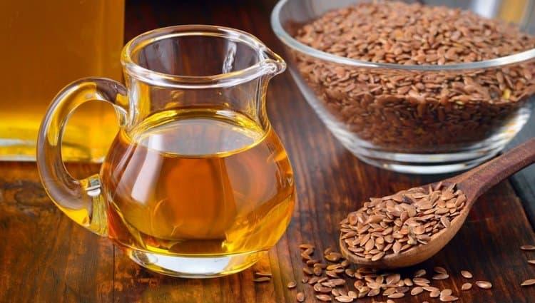 Медики нередко говорят о пользе льняного масла для организма женщины.